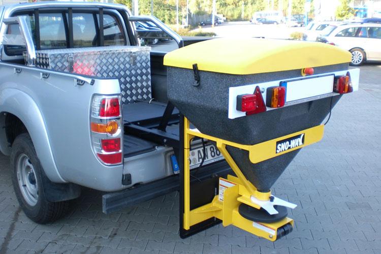 Pick-up mit Streuaufsatz